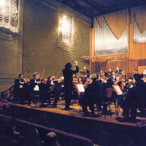 Le istituzioni che collaborano con il concorso Suoni D'Arpa: L'Associazione Conoscere La Musica