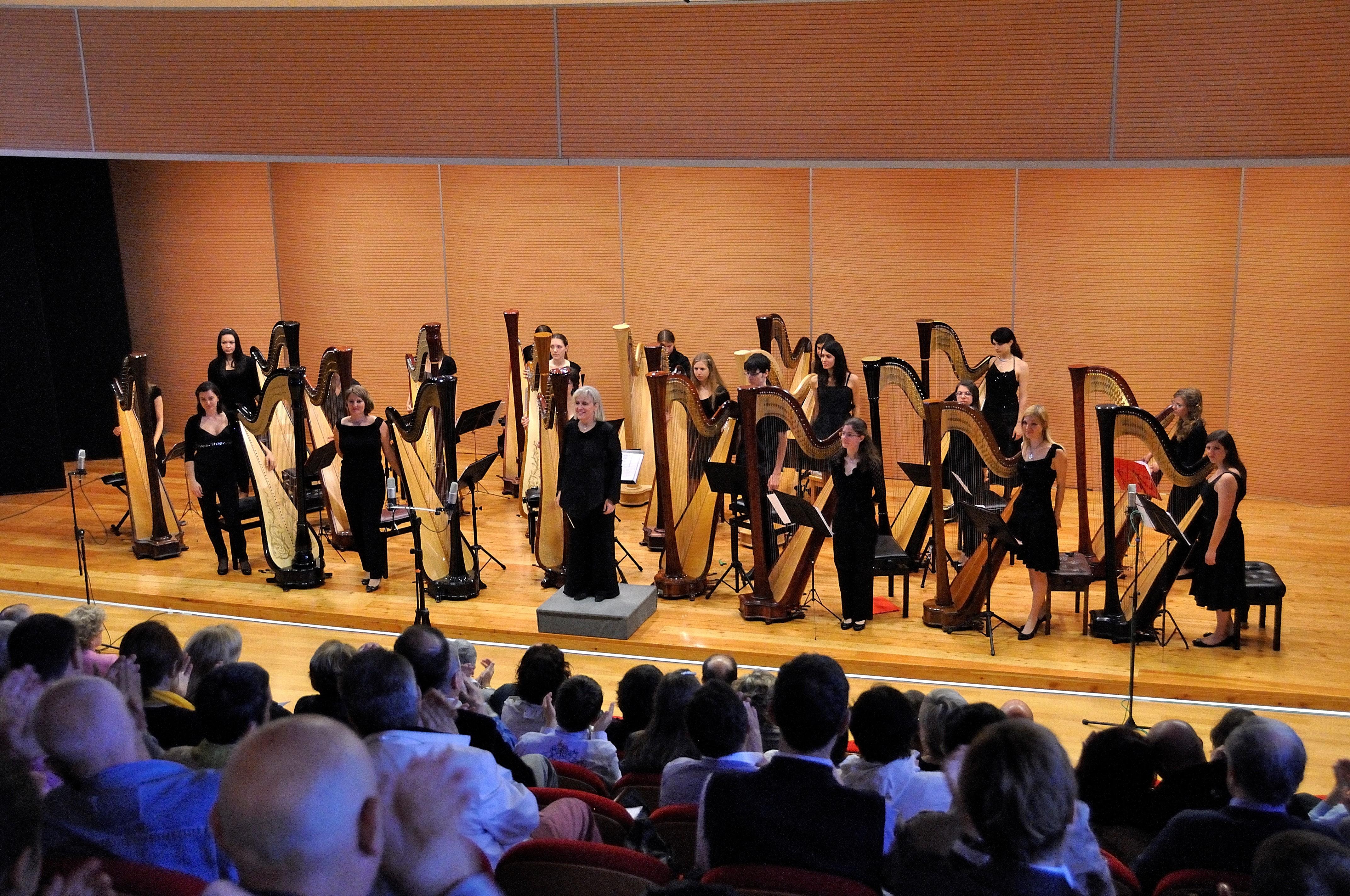 Orchestra Radio Zeta Calendario.Orchestra Ventaglio D Arpe Al Festival Suoni D Arpa
